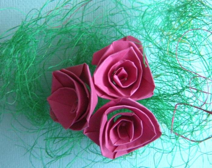 Розы из бумажной ленты