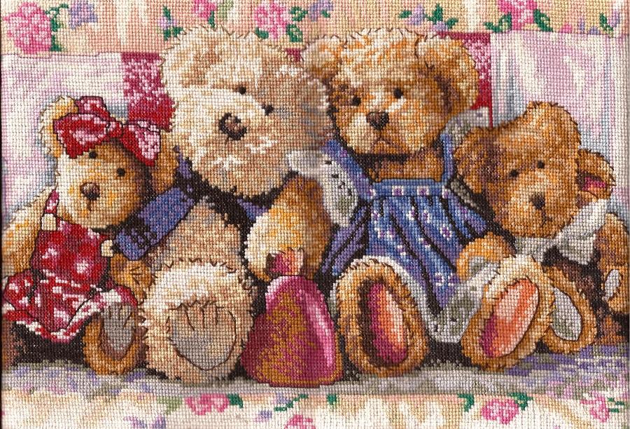 Плюшевые мишки с вышивкой