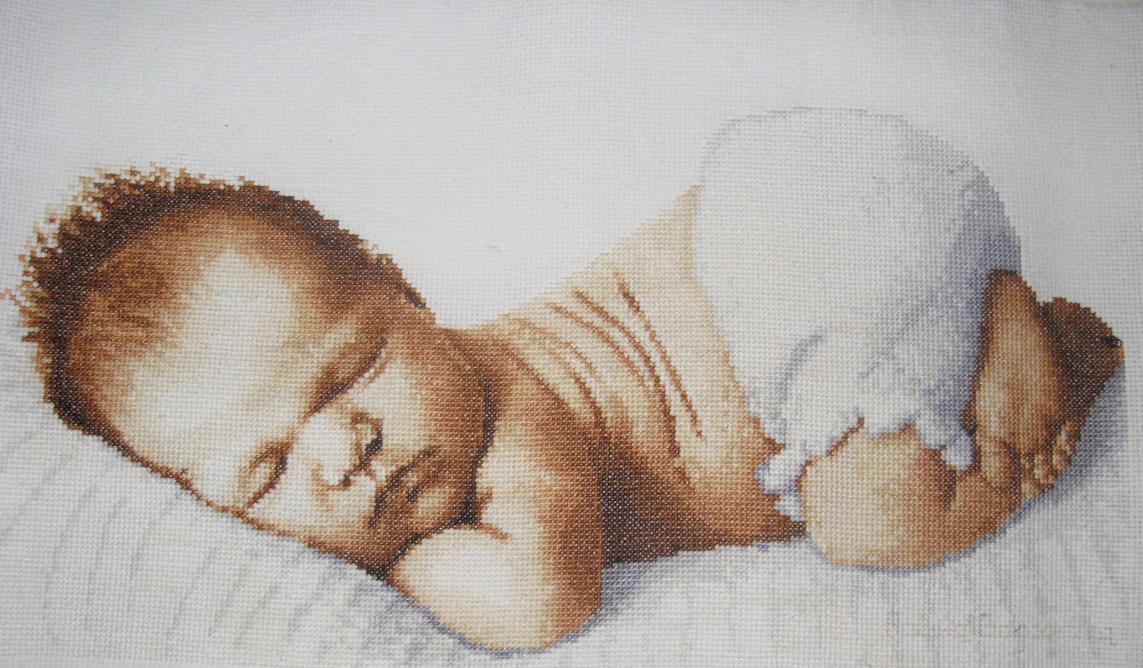 Черно белая вышивка малыш