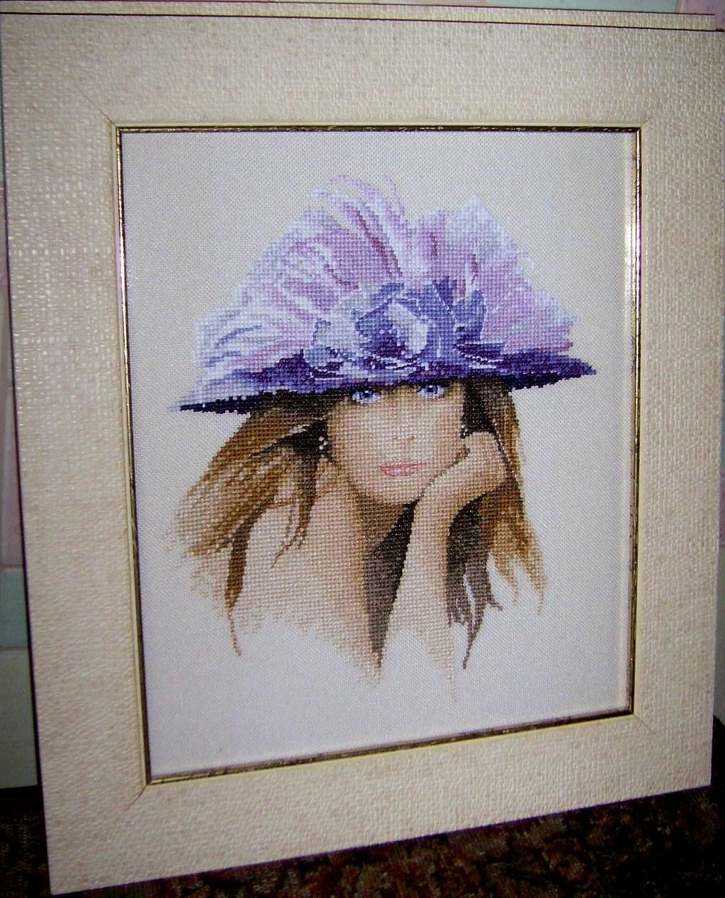 Вышивка дама в синей шляпе