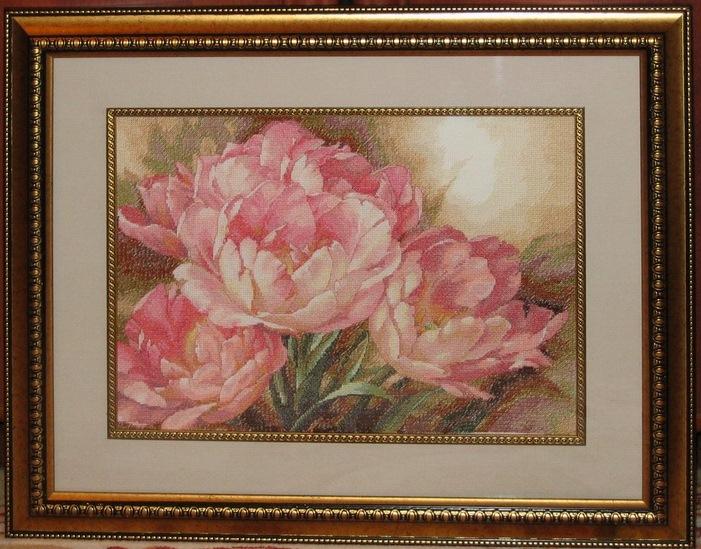 Вышивка и картины тюльпанов