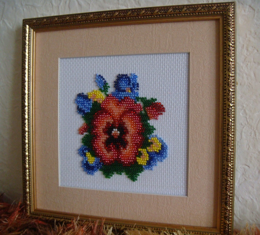 Вышивка цветка из бисера фото