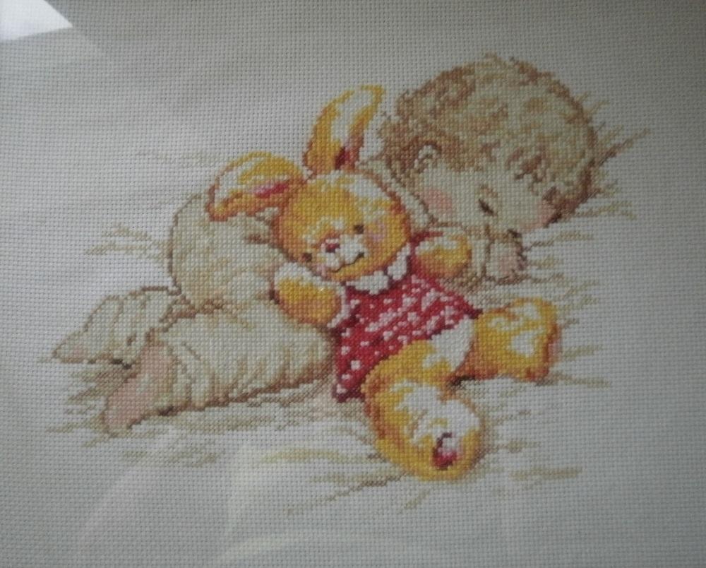 Вышивка малыш и зайчик