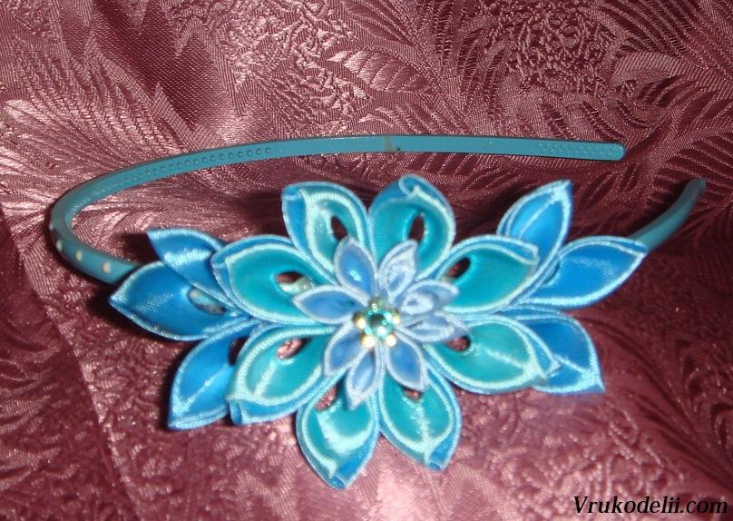 Цветы из атласных лент на ободок