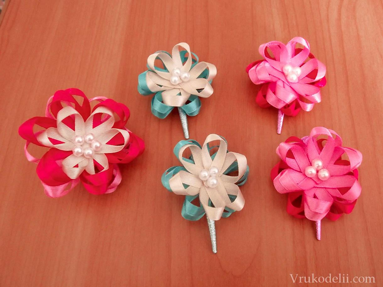 Маленькие цветочки из ленты своими руками