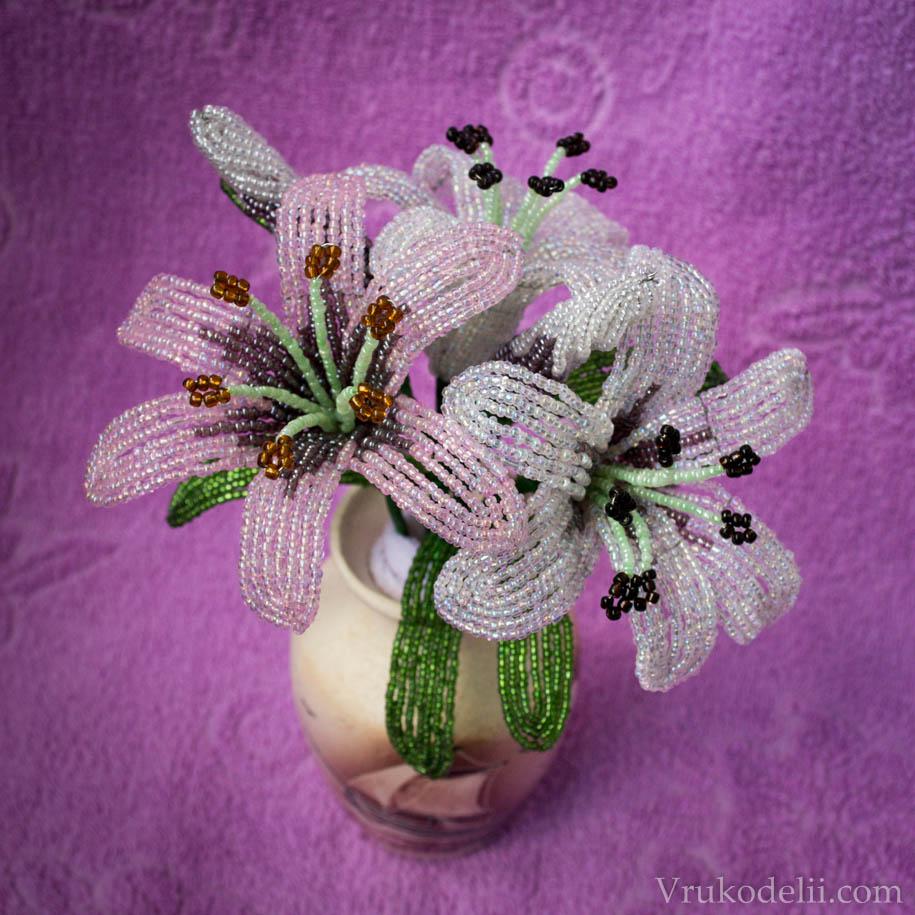 Лилия из бисера цветок