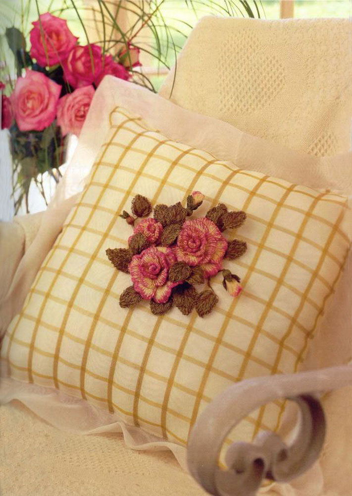 Объемная вышивка на подушках